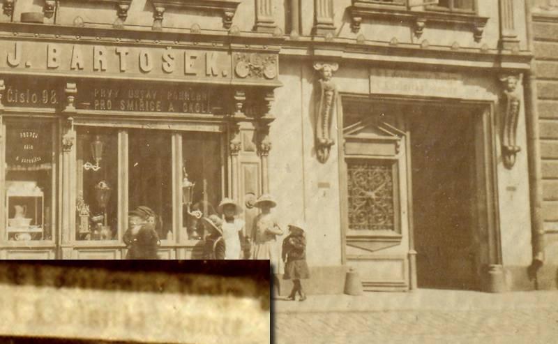 8f3250a74 Nad pravým vchodem je dvojjazyčný nápis C.K. četnická stanice, viz vložený  obrázek. V roce 1867 byla zřízena ve Smiřicích četnická stanice o třech  mužích.